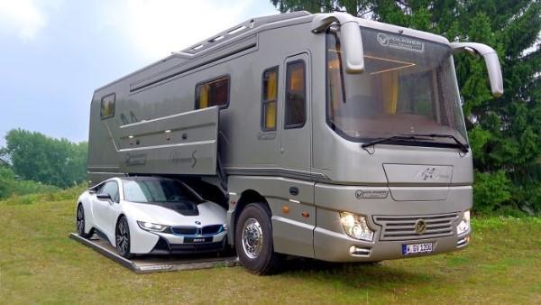 Den här husbilen med eget garage ser ut som en vanlig buss på utsidan - men vänta bara tills du får se insidan