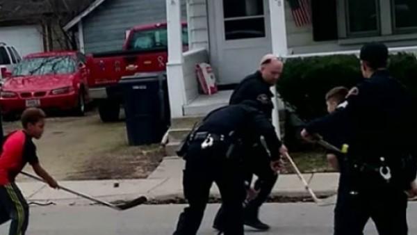 När barnen spelade hockey på gatan ringde grannen polisen - du kan aldrig ana vad polisen gjorde när de kom till platsen